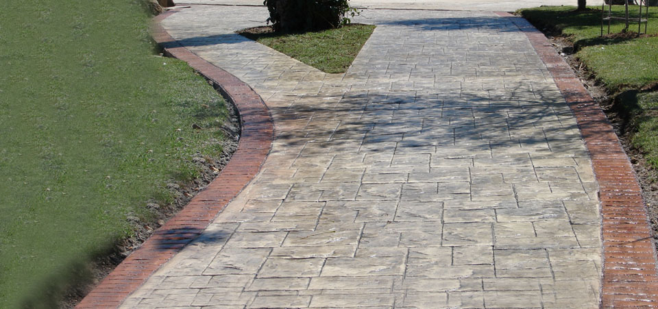Ideal for use in horizontal concrete surfaces such as squares, streets, amusement parks, parking lots, patios, etc..Acabado que le da a tu piso un aspecto elegante y limpio.
