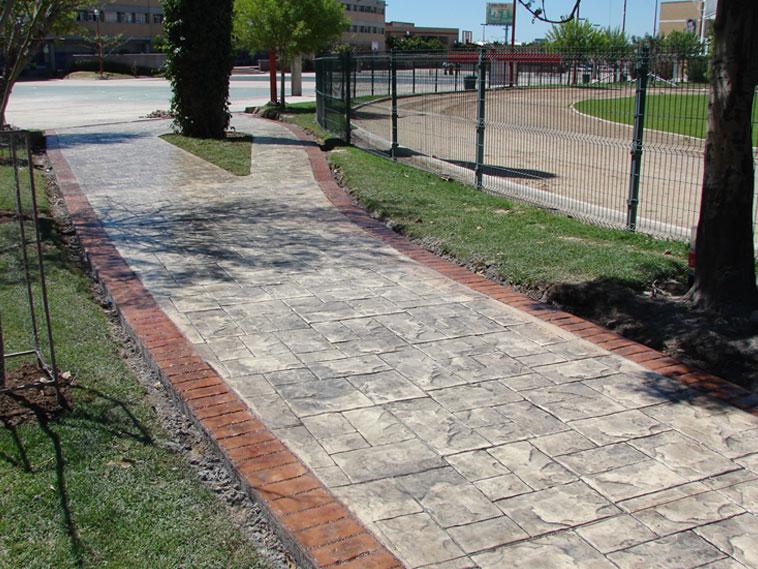 <p>Molde en concreto Stone Ashler y Rustic Brick Border<br />Color: Marfil y canela<br />Desmoldante: Negro<br />Ejecución: Ing. Carlos Perea<br />León, Gto.</p>