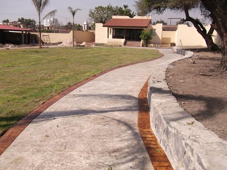 <p>Molde en concreto Stone Texture y New Brick Border (cenefas)<br />Color: Marfil y Crink Acid Stain color Habana<br />Desmoldante: Moon<br />Ejecución: Solidez.<br />León, Gto.</p>