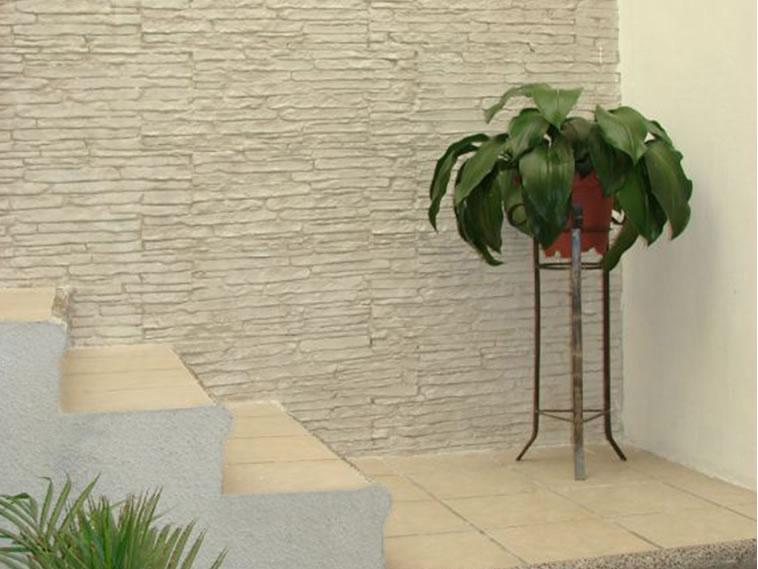 <p>Molde en muro Slab Stone<br />Color: Blanco<br />Desmoldante: Neutro<br />Ejecución: Solidez<br />León, Gto.</p>