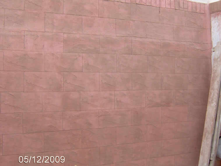 <p>Molde en muro English Stone Set y New Brick Border<br />Color: Rosa<br />Desmoldante: Moon <br />Ejecución: Solidez<br />León, Gto.</p>