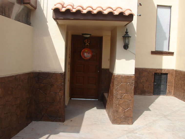 <p>Molde en muro Patio Stone<br />Color: Camel<br />Desmoldante: Café<br />Ejecución: Acabados y Materiales Loma Bonita<br />León, Gto.</p> <p></p>