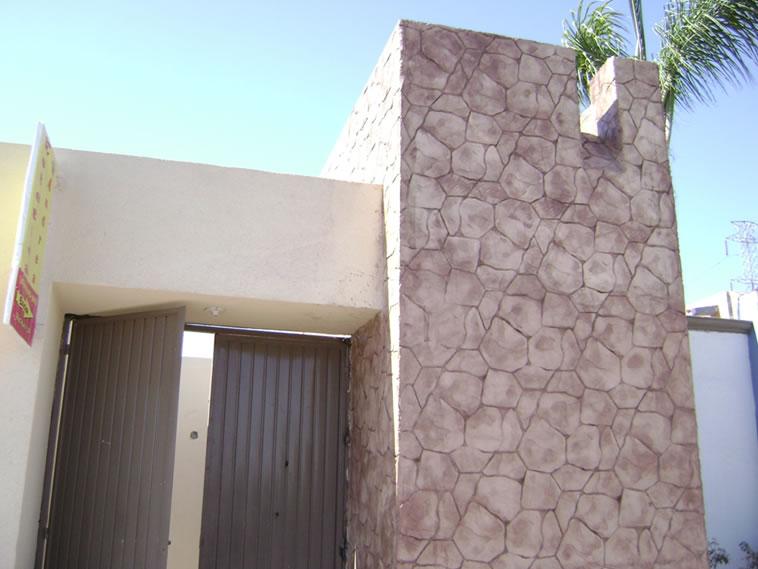 <p>Molde en muro Patio Stone<br />Color: Marfil<br />Desmoldante: Cafe- chocolate <br />Ejecución: Ing. Fernando Alvarez<br />Tijuana, BC</p>