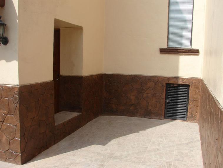 <p>Molde en muro Patio Stone<br />Color: Camel<br />Desmoldante: Café<br />Ejecución: Acabados y Materiales Loma Bonita<br />León, Gto.</p>