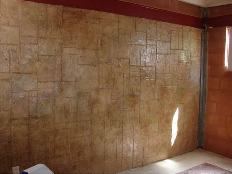<p>Molde en muro Stone Aslher<br />Color: Beige<br />Desmoldante: Easy Stamp café- chocolate<br />Ejecución: Solidez<br />León, Gto.</p>