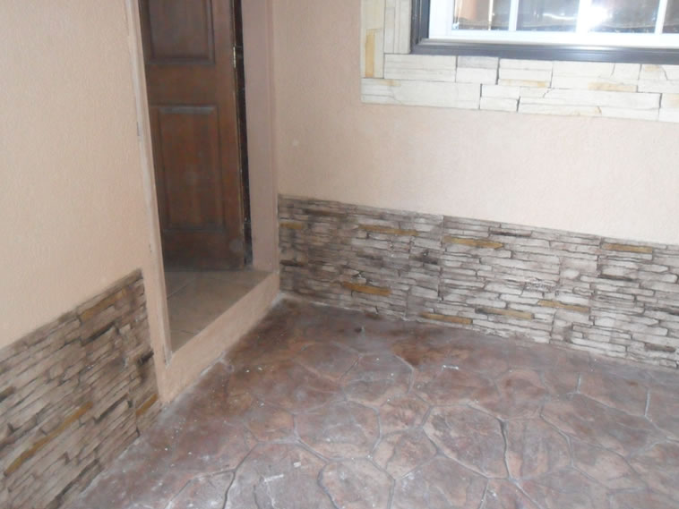 <p>Molde en muro Slab Stone<br />Color: Marfil con aplicaciones de Crink Acid Stain color Egypt y Darken<br />Desmoldante: Olivo<br />Ejecución: Productos y Servicios Franos, Arq. Francisco Herrejon<br />Mexicali, BC</p> <p></p>