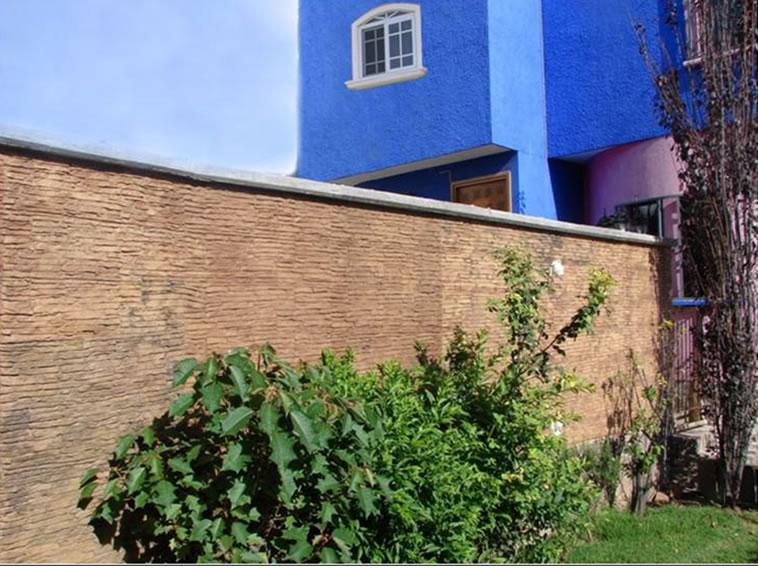 <p>Molde en muro Slab Stone <br />Color: Beige<br />Desmoldante: Café- chocolate<br />Ejecución: Solidez<br />Guanajuato, Gto.</p>