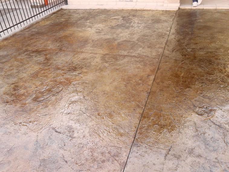 <p>Concreto estampado y Oxidado<br />Molde: Stone Texture<br />Color: Encino<br />Ejecución: Productos y Servicios Franos, Arq. Francisco Herrejon<br />Mexicali, BC</p>