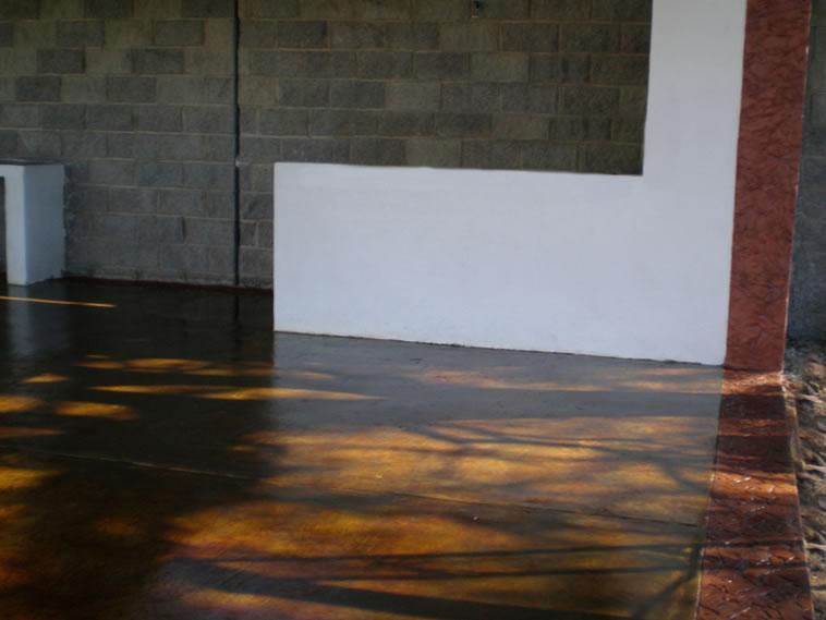 <p>Concreto Oxidado y Muro Estampado.<br />Molde: Raft Stone<br />Color: Sunshine y Camel<br />Desmoldante: Café- chocolate<br />Ejecución: Solidez<br />Purísima del Rincón, Gto.</p>